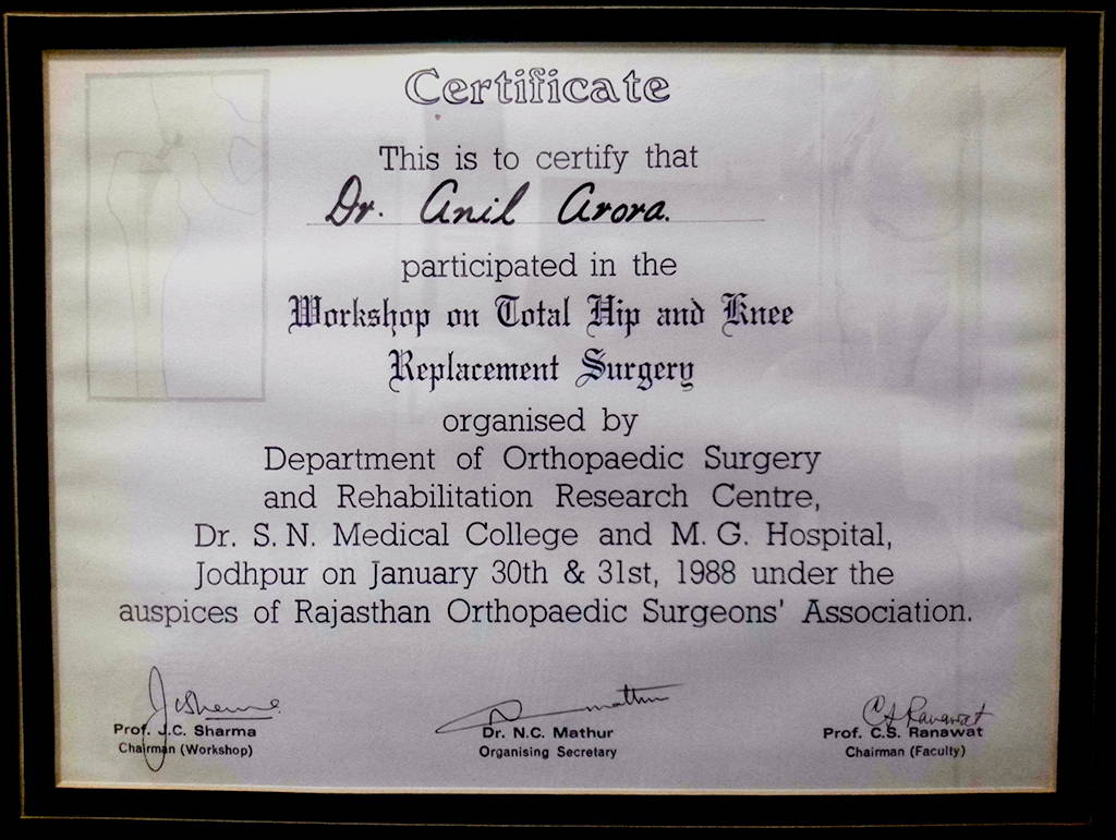 Dr  Anil Arora, Best Knee, Hip & Joint Replacement Surgeon